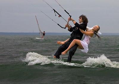 pareja de novios esquí acuatico