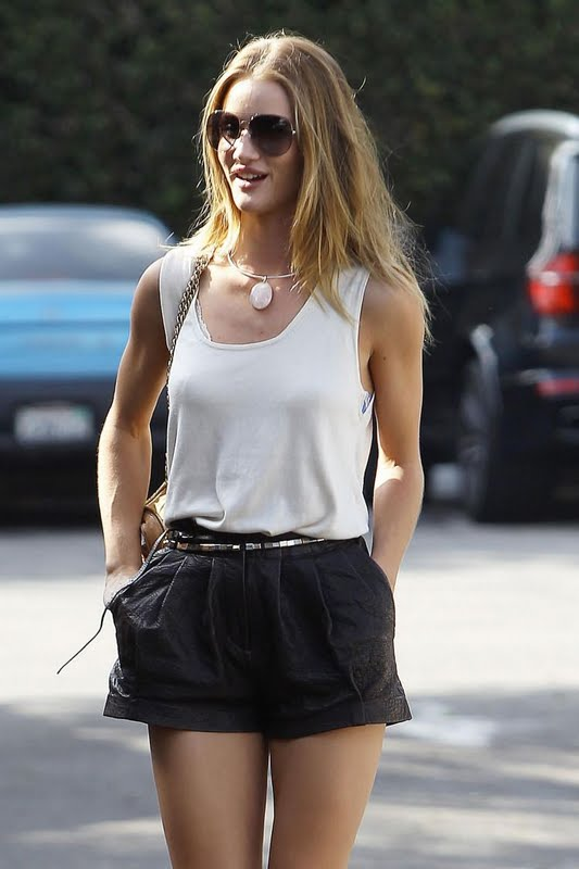 Rosie Huntington-Whiteley: Whole Foods Market Hottie