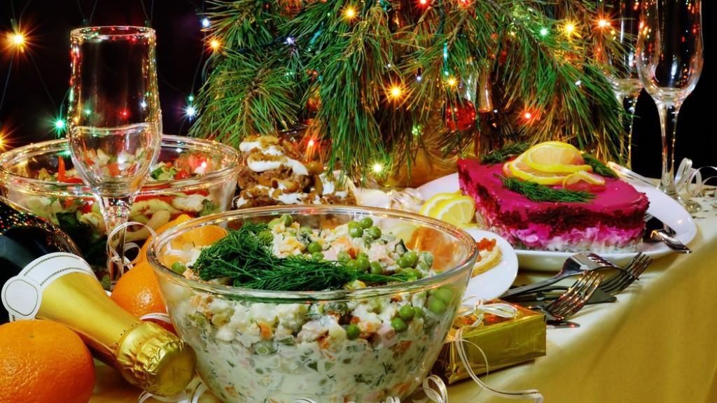 Фото с новогдними салатами
