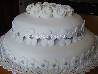 Dolcissimi dolcetti torta a 2 piani per un anniversario - Bagno per torte senza liquore ...