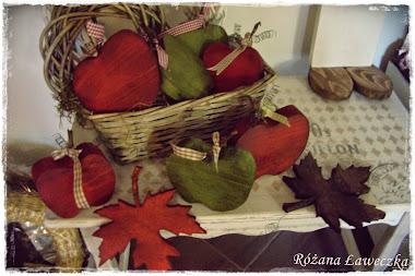 Czerwone jabłuszko, po ziemi się toczy...