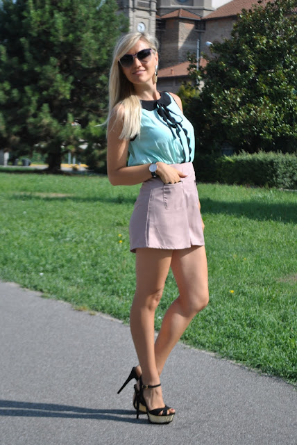 outfit estivi outfit occhiali da sole italia independent mariafelicia magno fashion blogger tuta fornarina scarpe schutz summer outfits for girls how to wear elegant shorts how to wear shorts and heels how to combine pastel colors outfit colori pastello come abbinare i colori pastello