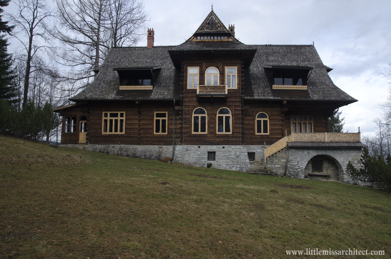 House under the Firs architecture