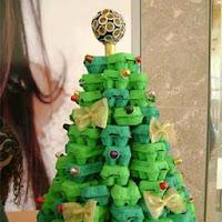 arbol de navidad con huevos de carton reciclados
