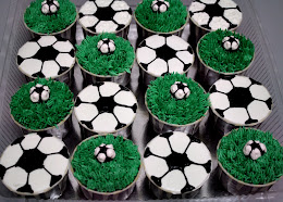 FOOTBALL THEME CUPCAKES