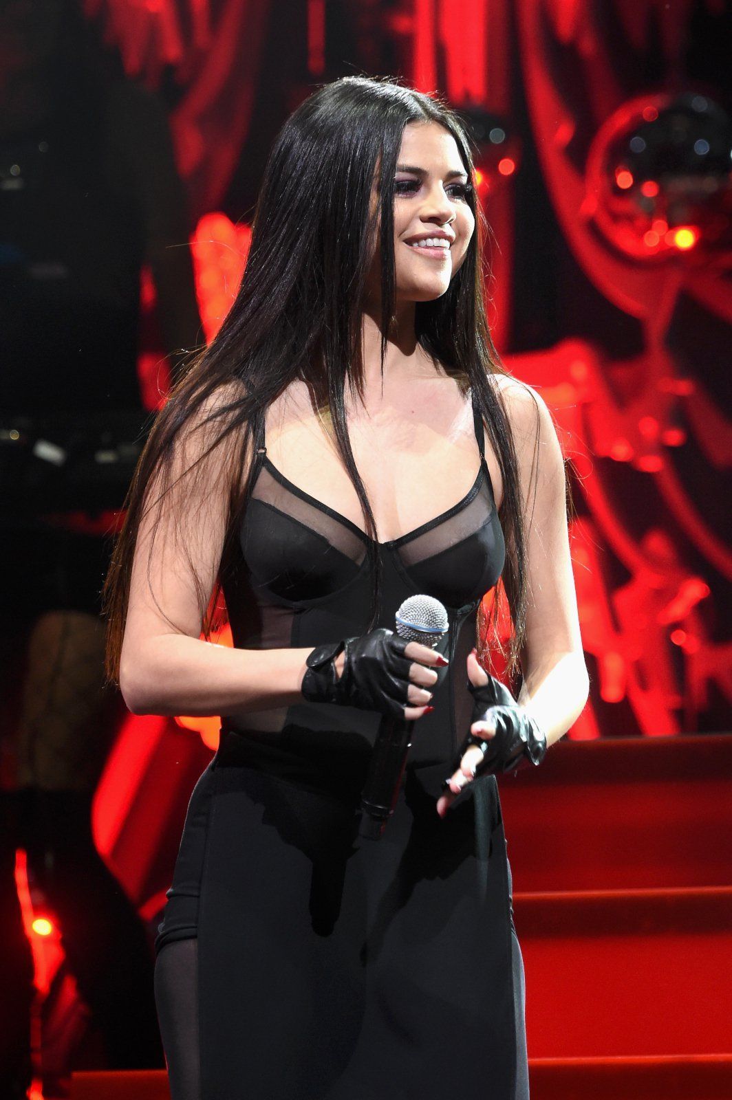 Selena Gomez at Q102's Jingle Ball 2015 - Photo Selena Gomez 2015