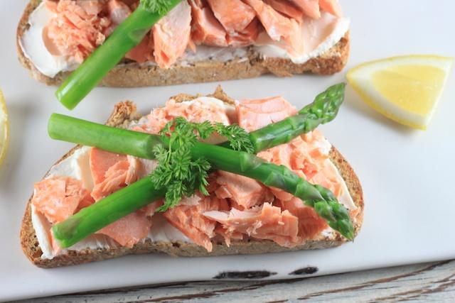 Springtime Eats: Salmon and Asparagus Bruschetta