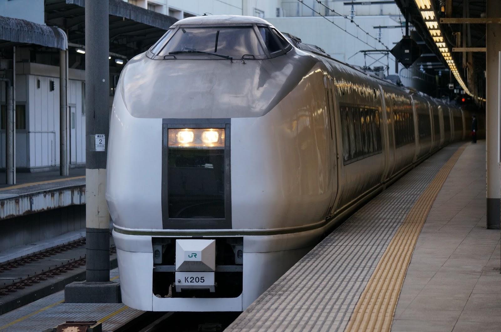 上野駅停車中の651系
