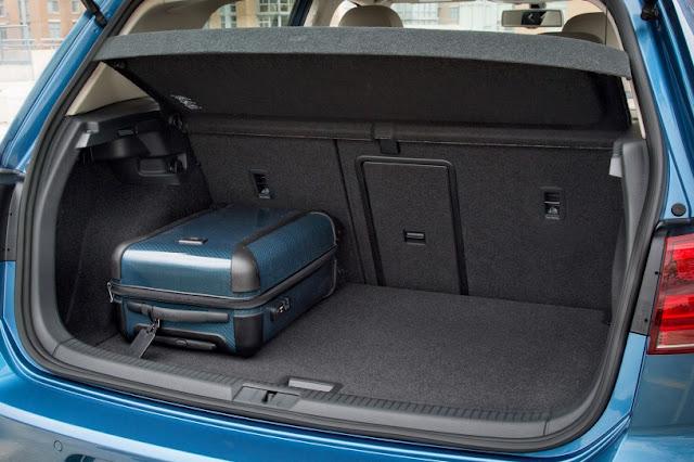 2015 price Volkswagen eGolf Electric car open back door