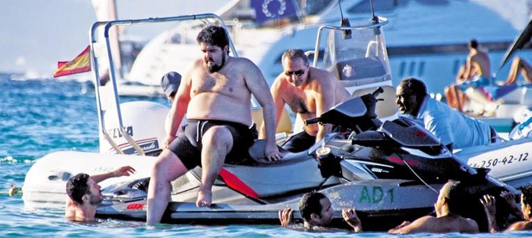 هذا هو الأمير السعودي الذي تعرض موكبه للسرقة في باريس