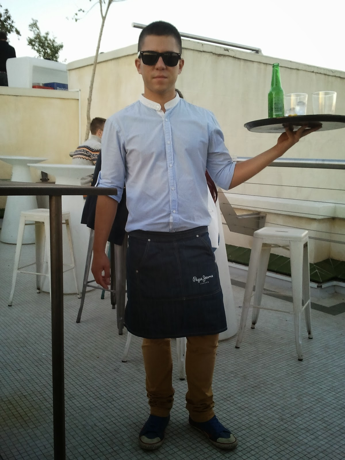 camarero bar de copas:
