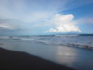 Tempat Wisata Pantai Lembeng Gianyar Bali