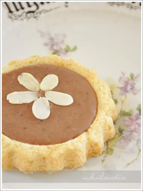 mazurek wielkanocny z polewą kajmakową lub kakaową