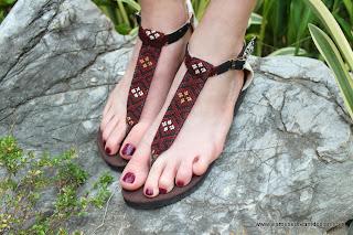 Vegan women's sandals in Kachin textiles