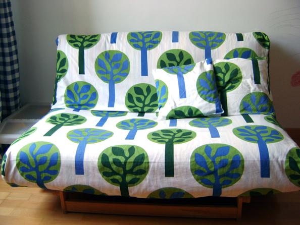 A zonzo per idee copri divano e testiera con ikea - Copridivano letto ...