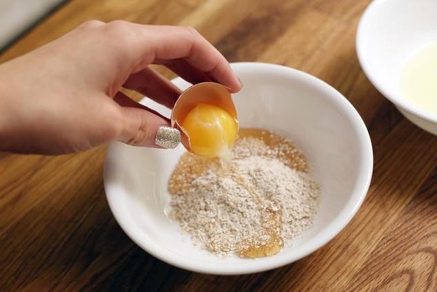 Trị mụn trứng cá bằng mặt nạ bột yến mạch