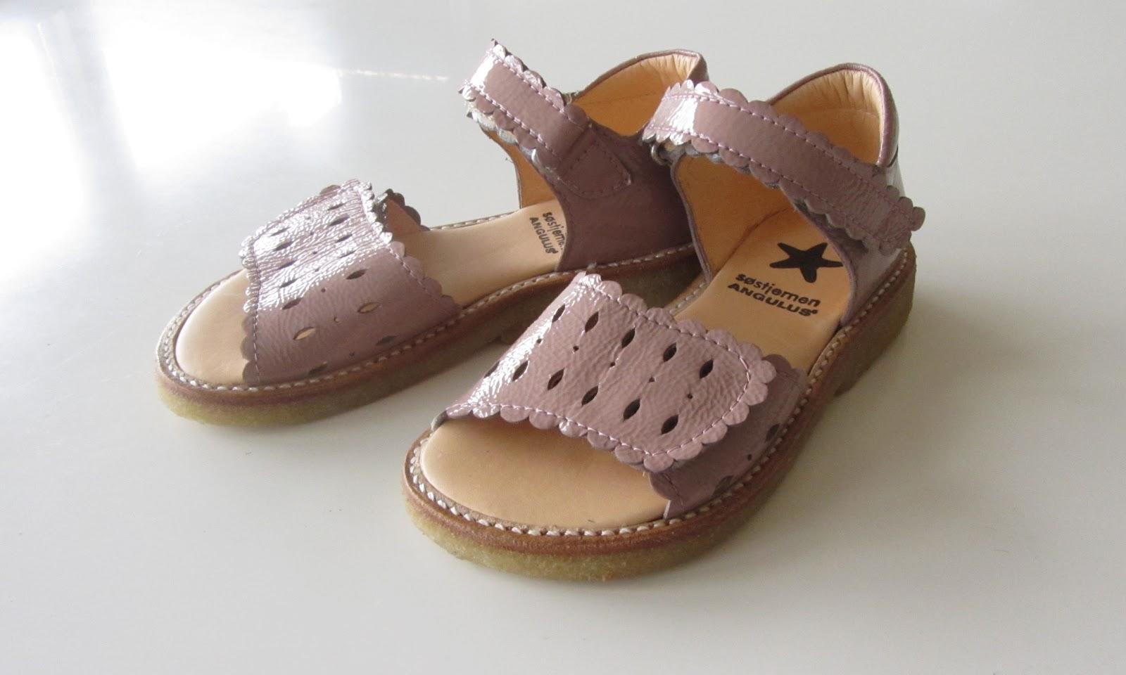 sandaler smalle fødder børn