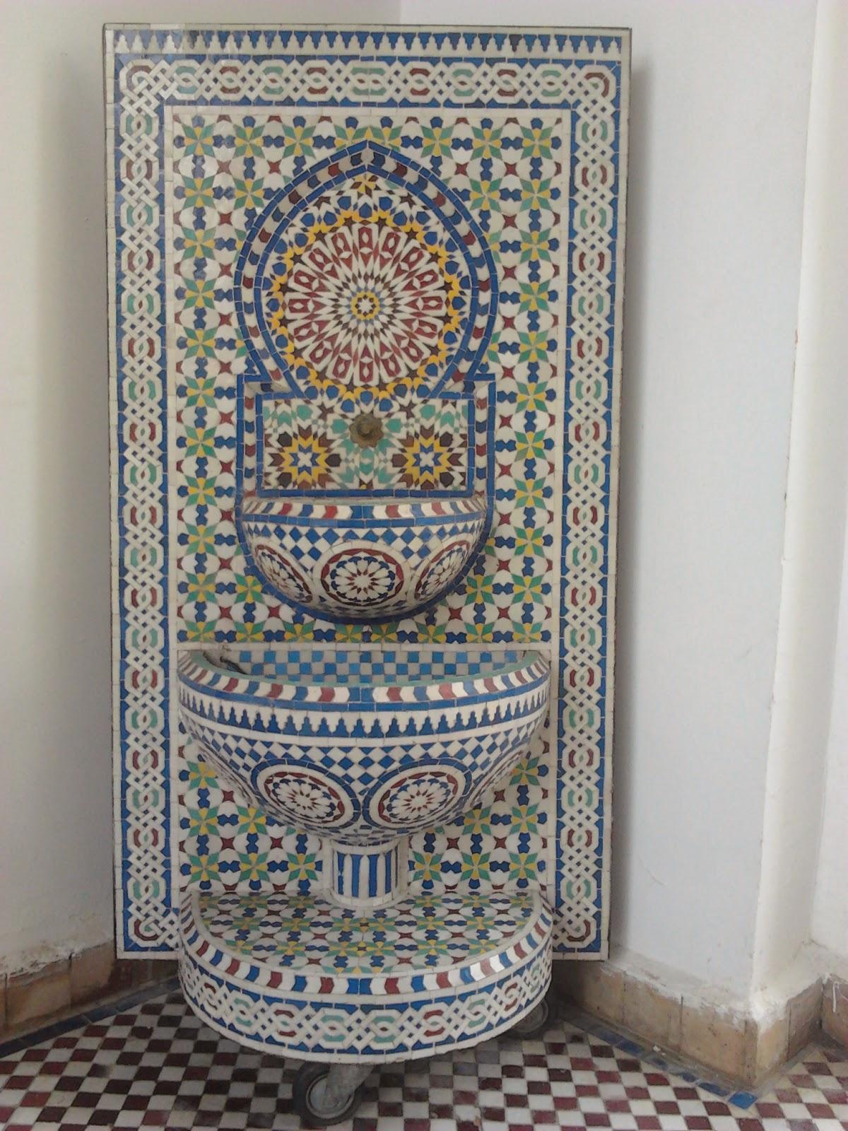 fontaine murale avec zellige de fes 1 20h 0 80l 750euro plane te artisanat. Black Bedroom Furniture Sets. Home Design Ideas