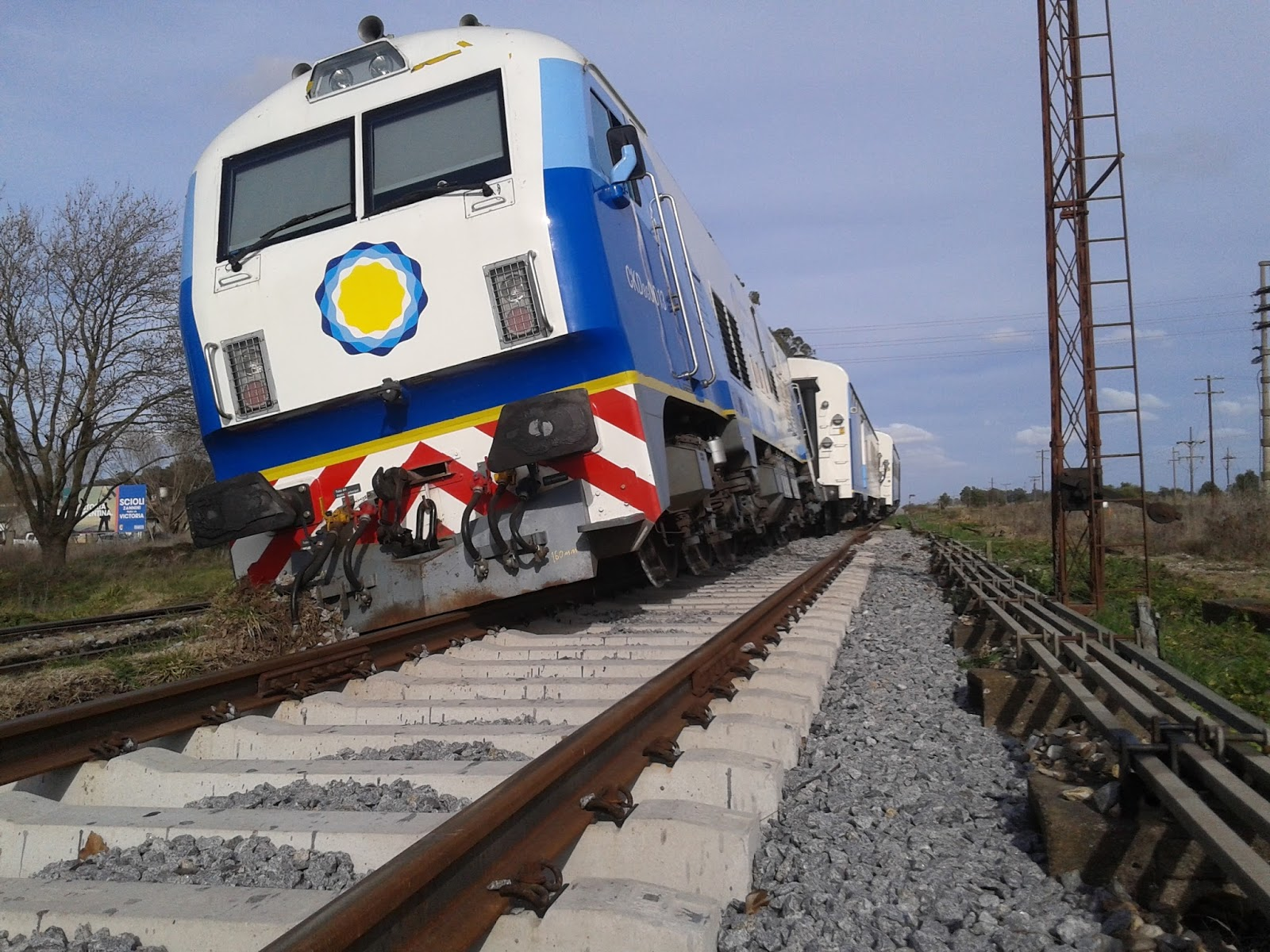 Otro tren descarrilado