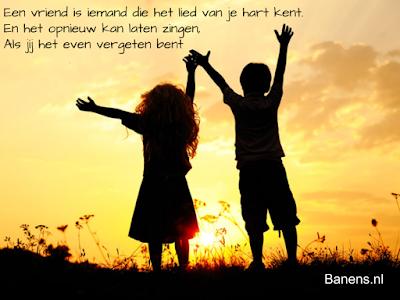 Een vriend is iemand die het lied van je hart kent en het opnieuw kan laten zingen als jij het even vergeten bent-Quote