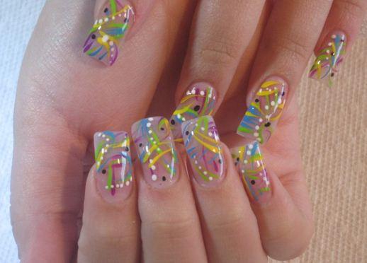 Aplicación de uñas de acrílico y decoración ~ Manoslindas.com