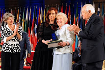 Abuelas de Plaza de Mayo recibió el Premio Fomento de la Paz, de la Unesco