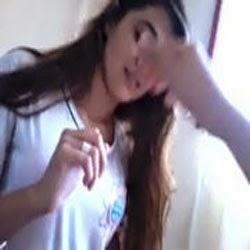 Muito safadinha novinha adora rola dos amigos - http://www.quaseadulto.com