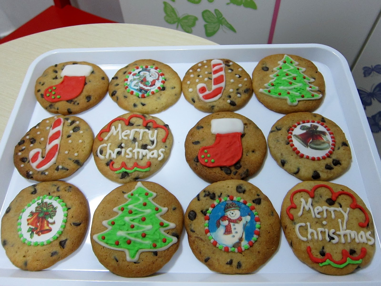 the cookie cat bakes from home its christmas time again