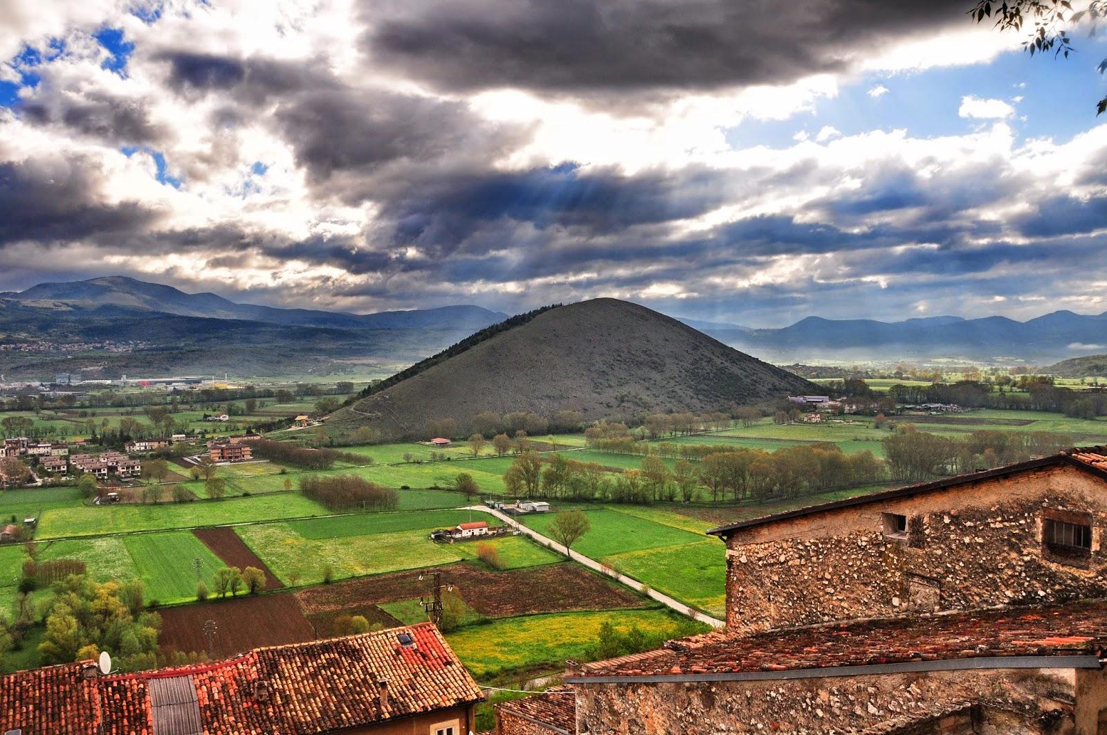 Paesaggio Teramano, rivista redatta da Sergio Scacchia: maggio 2014