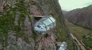 Unik! Kamar Hotel Ini Menggantung di Gunung Curam, Berani Coba Nginap?