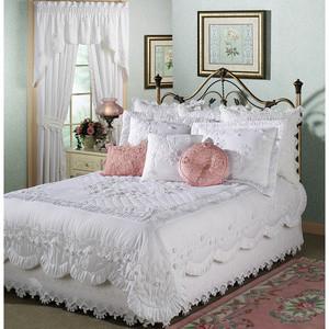 مفارش سرير للصباحيه للعرايس لعام 2012.