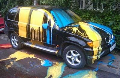 coche-mal-aparcado-pintura