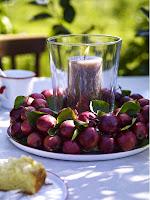 Есенна украса за маса със свещи и мушмули