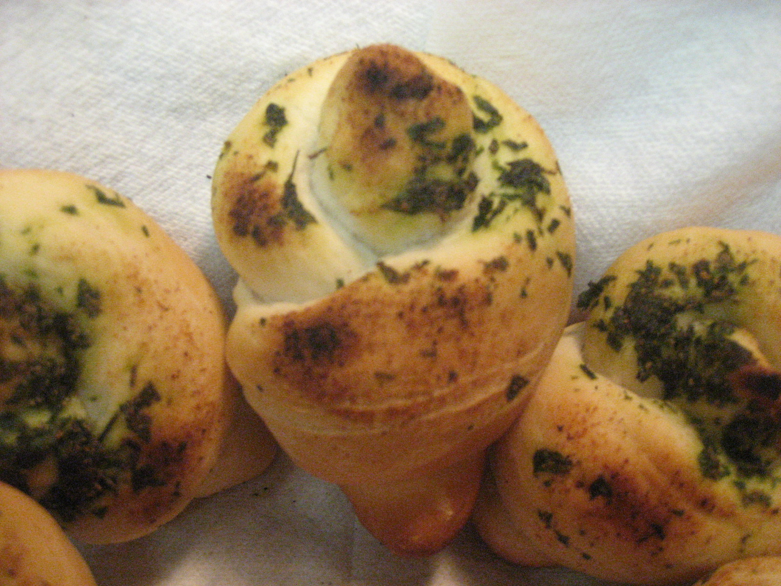 how to make garlic knots out of pizza dough