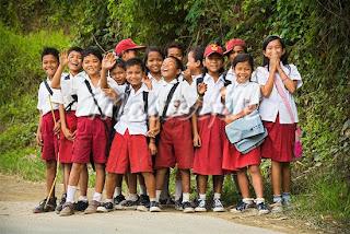 Baju uniform sekolah Indonesia