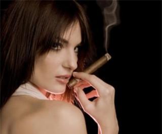 cewek merokok ? kenapa enggak ??