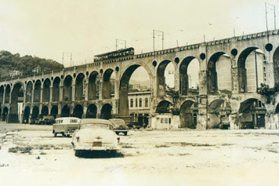 imagem antiga dos arcos da lapa no rio de janeiro