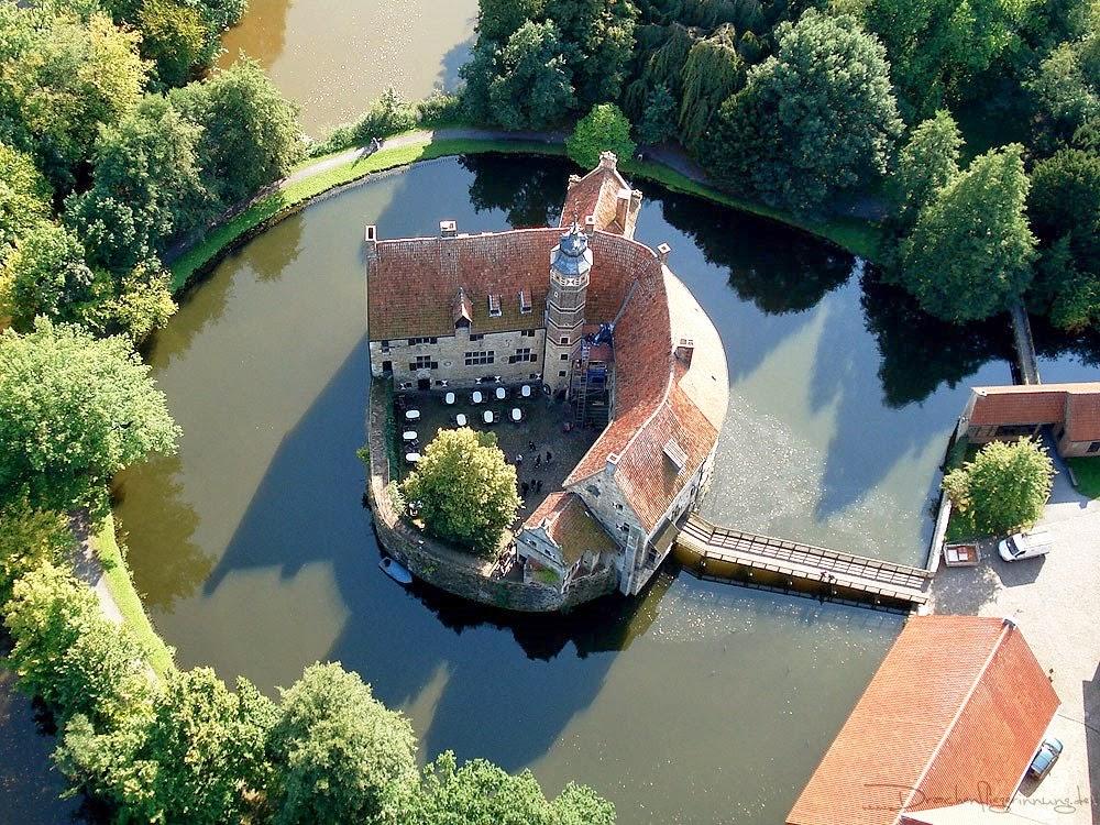 Замок Вишеринг - красивейший рыцарский замок Германии