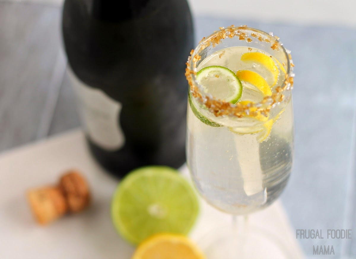 French 7UP5 Champagne Cocktail- a crisp, refreshing, & bubbly champagne cocktail perfect for ringing in the New Year!