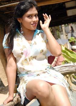 Lanka Cover Girls: Sri Lankan legs