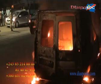URGENT: l'incendie d'un taxi à binza UPN, regardez !