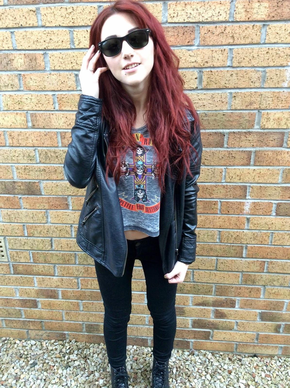 OOTD Girl Guns n' Roses Crop Top Black Skinny Jeans Combat Boots