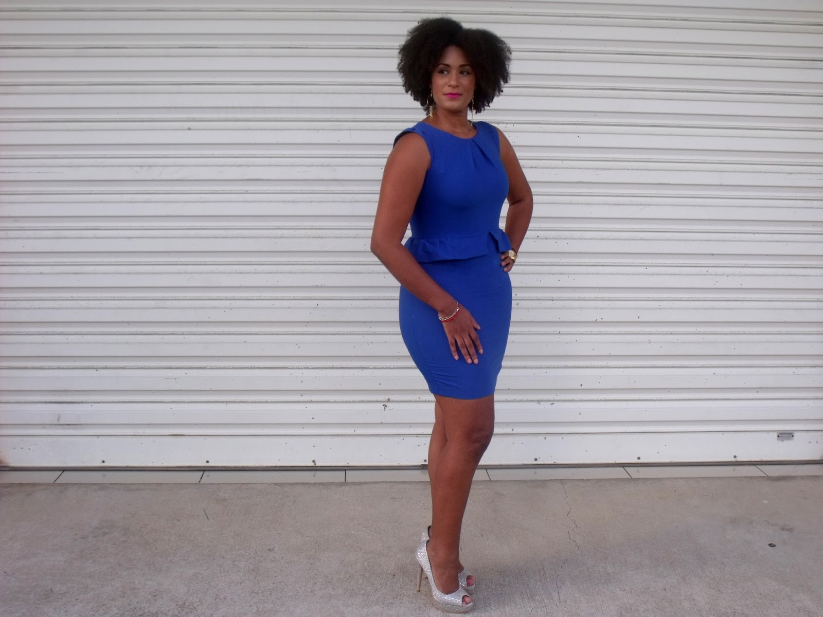 Couleur avec robe bleu roi
