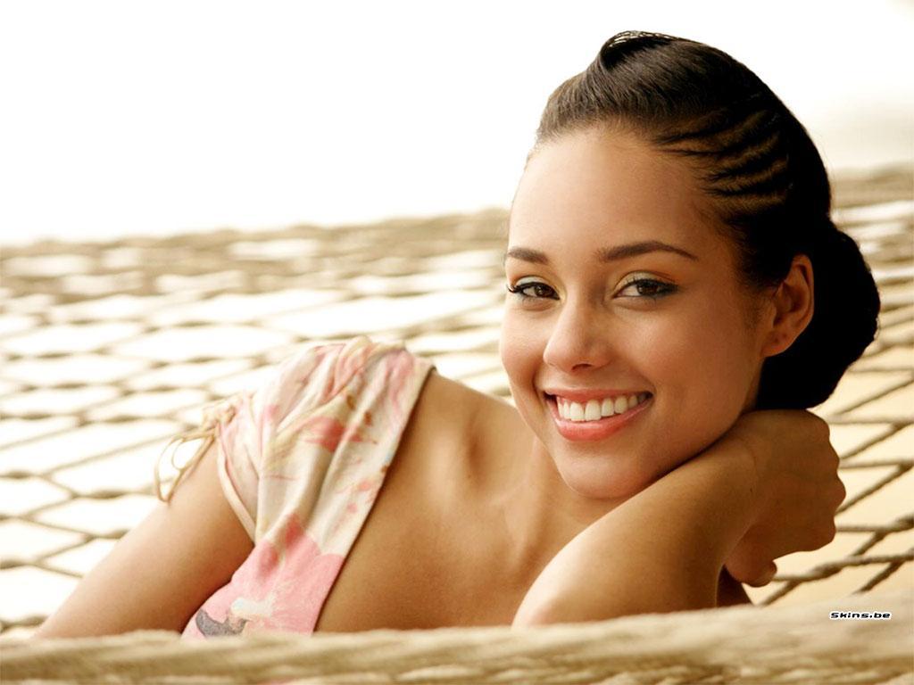 http://3.bp.blogspot.com/-LeeQ4mK27gI/TkPJBYUVznI/AAAAAAAAADI/ssi7_f1qIW4/s1600/Alicia+Keys-1248.jpg