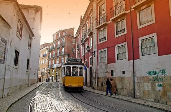 Lisbon cheap vacation placaes