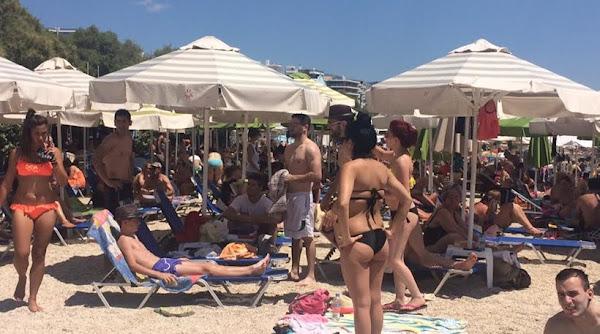 Αληθινό περιστατικό σε παραλία – Έτσι μεγαλώνουν τα παιδιά τους κάποιοι Ελληνάρες