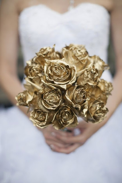Golden paper rose bouquet for your fabulous wedding