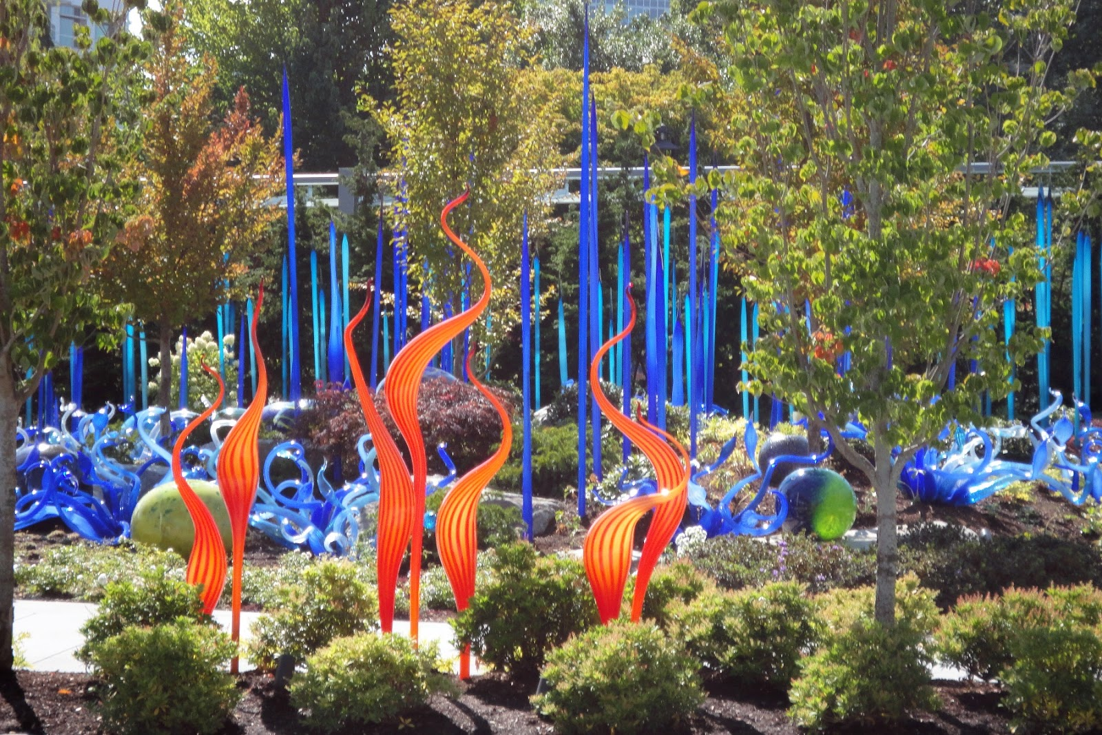artscapes chihuly u0027s glass garden in seattle