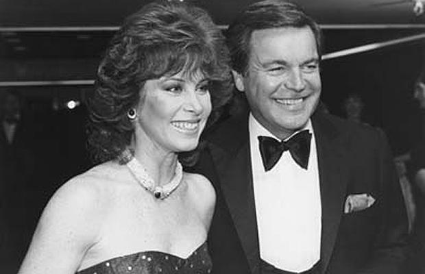 1942 stefanie powers co star of hart to hart with robert wagner