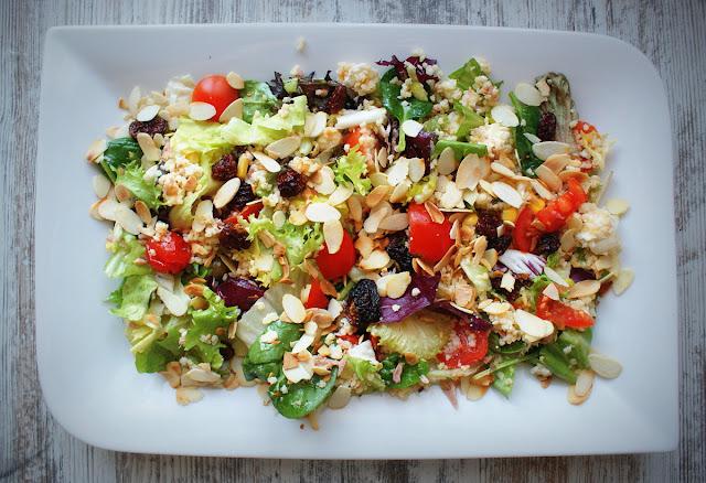 symbio,złote jagody inków,miechunka,sałatka, kasza jaglana,sałatka,detoks,oliwki,pomidorki koktajlowe,cherry,oliwa z oliwek,sałatki dla zdrowia